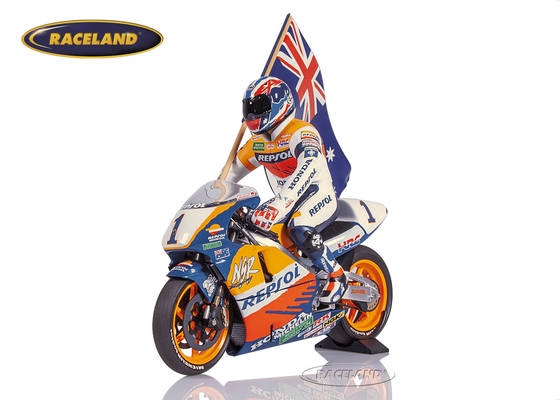 Honda NSR 500 Team Repsol 1995 World Champion Mick Doohan figure with flag on out lap